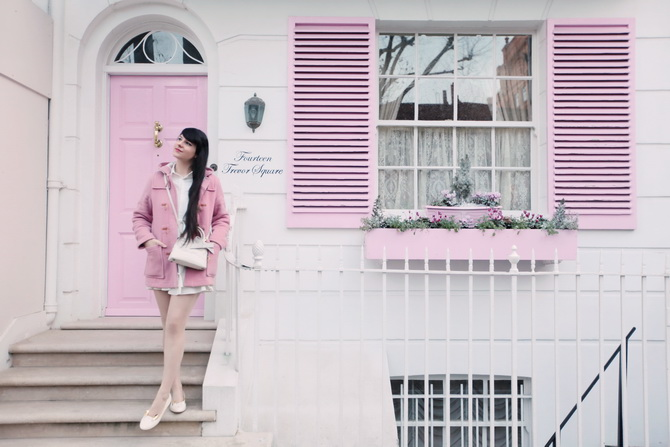 the-cherry-blossom-girl-london-pink-door-01