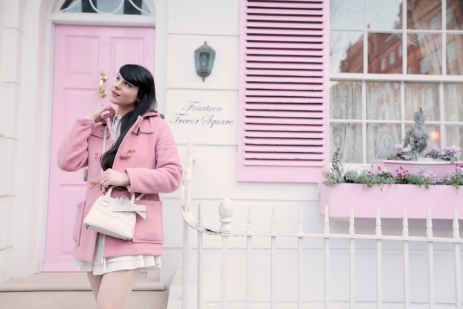 the-cherry-blossom-girl-london-pink-door-06