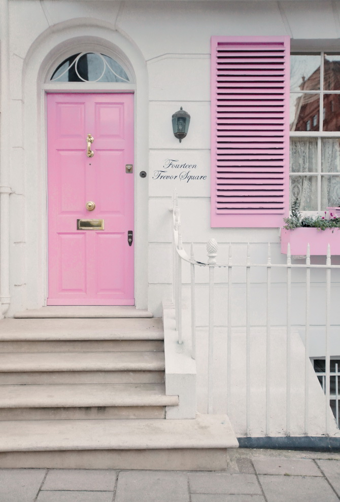 the-cherry-blossom-girl-london-pink-door-11
